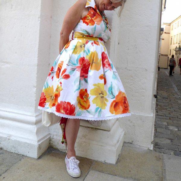 Schnittmuster Kleid mit Stehkragen